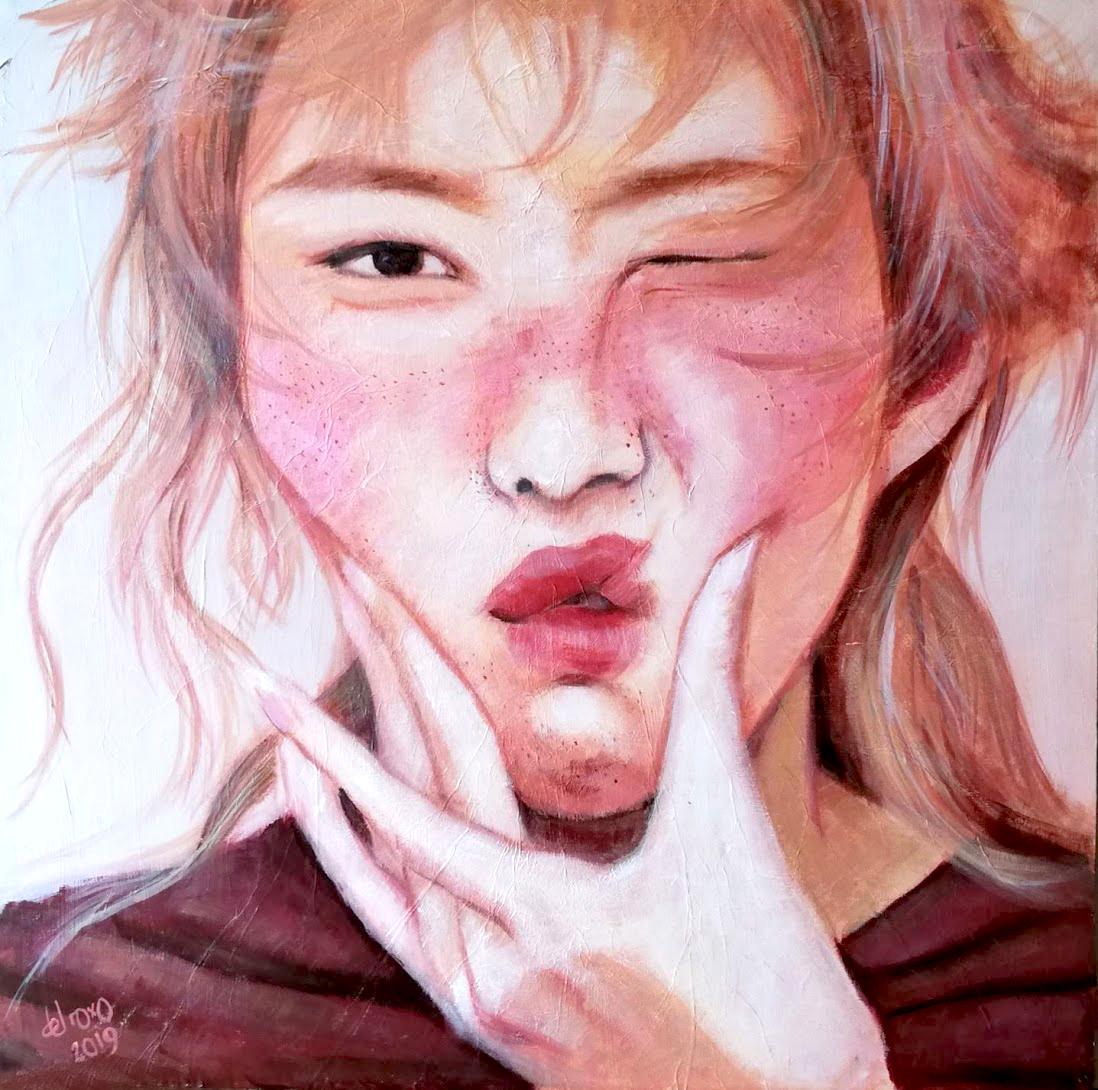Retrato de mujer joven apretando la boca con la mano Talk no Evil No hables con maldad
