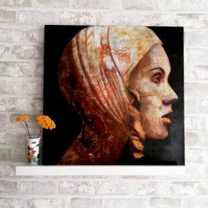 Un retrato de Maria del Roxo de una mujer misteriosa y con aire vintage